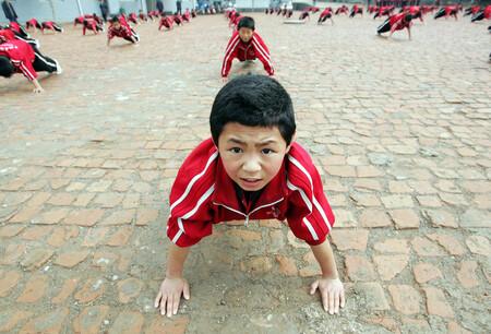 """Un plan de """"prevención contra la feminización"""": China quiere que sus jóvenes sean más masculinos"""