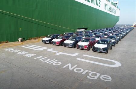 El BYD Tang desembarca en Europa: un SUV eléctrico chino de siete plazas y batería resistente a prueba de clavos