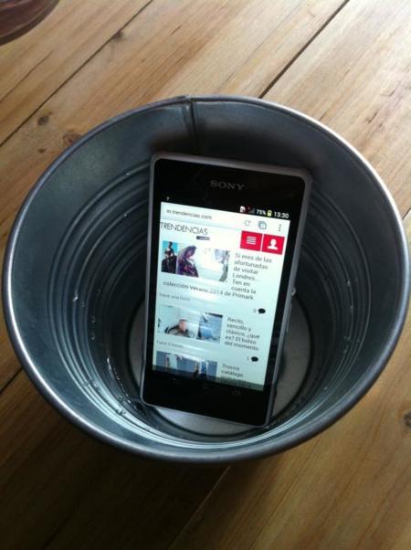 Sony Xperia Z1 Compact en agua