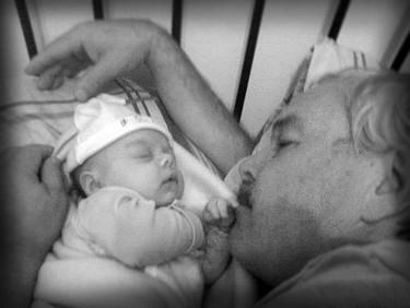"""""""Thiaguito"""" durmiendo con su abuelo"""