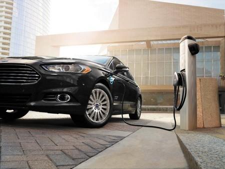 Ford instala puntos de recarga en todas sus instalaciones en Estados Unidos y Canadá