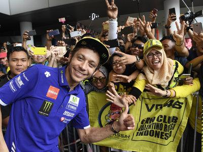 """El juez archiva la denuncia de la """"aficionada del selfie"""" contra Valentino Rossi"""