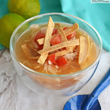 Sopa de lima estilo Yucatán. Receta mexicana