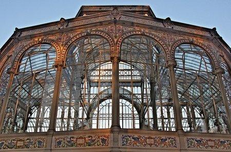 Madrid: el Palacio de Cristal convertido en una exposición de arte de Soledad Sevilla