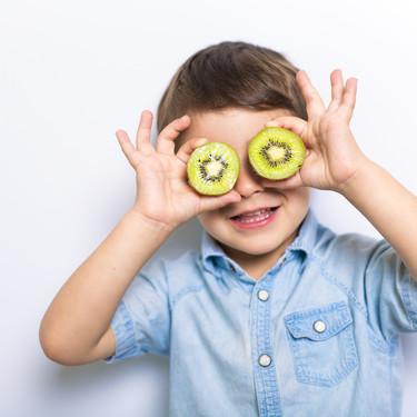 Las frutas en la alimentación infantil: kiwi, piña, plátano y otras frutas tropicales