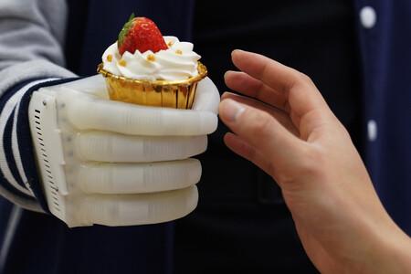Esta prótesis del MIT es barata, inflable, no usa motores y se puede aprender a usar en 15 minutos