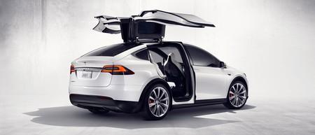 Pocos 'kilómetros autónomos' por parte de Tesla, pero tranquilos, los coches de Google hacen kilómetros por todos las demás