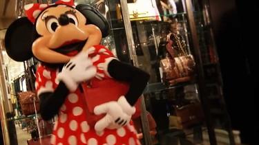 Alber Elbaz hace realidad el sueño de Minnie Mouse