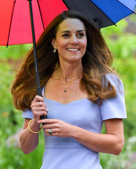 Kate Middleton luce un precioso vestido azul cielo de una de sus marcas favoritas
