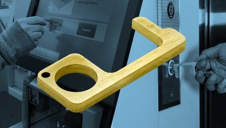 Este llavero de latón es una ingeniosa forma de minimizar los riesgos a la hora de abrir puertas o manejar pantallas táctiles