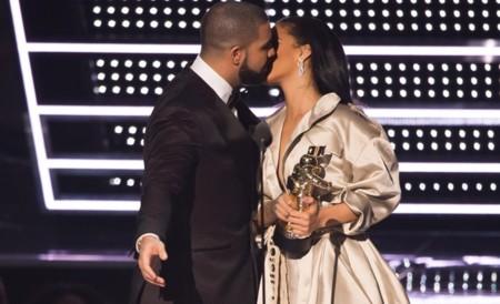 Rihanna responde a la declaración de amor de Drake con un tatuaje en su honor