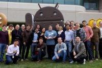 Steve Wozniak recoge su nuevo Galaxy Nexus y su camiseta de Android 4.0 en el campus de Google