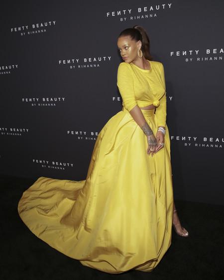 rihanna look estilismo outfit fenty beauty amarillo