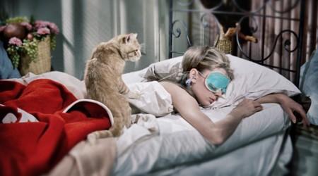Cómo levantarse de buen humor por las mañanas (y los estudios que lo demuestran)
