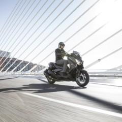 Foto 3 de 15 de la galería yamaha-x-max-400-momodesign-en-accion en Motorpasion Moto