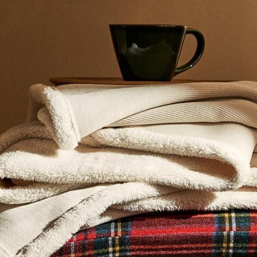 Rebajas en las mantas más cálidas y apetecibles de Zara Home y El Corte Inglés