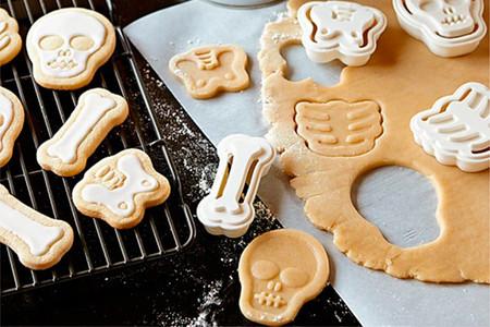 Tus galletas más monstruosas con este set de cortadores para Halloween