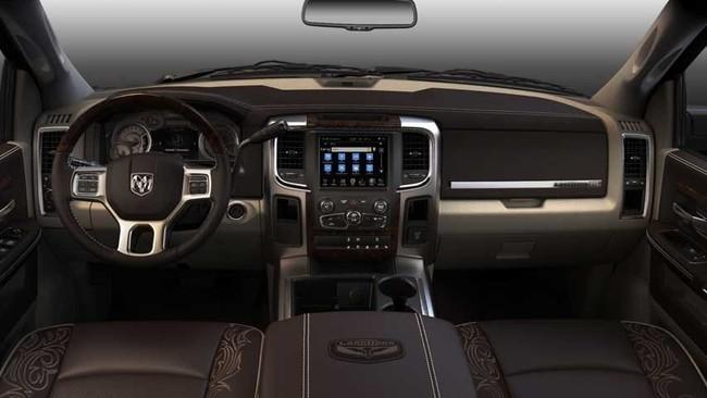 Mejores interiores según Ward's Auto 2013 - Ram 1500 Laramie Longhorn