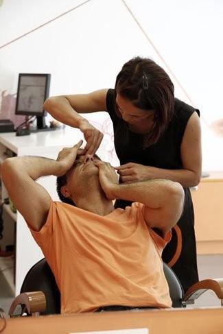 La depilación con hilo en auge entre los españoles. ¿Qué pueden depilarte con hilo?