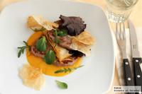 Filetes historiados con crujiente y ensalada. Receta ligera