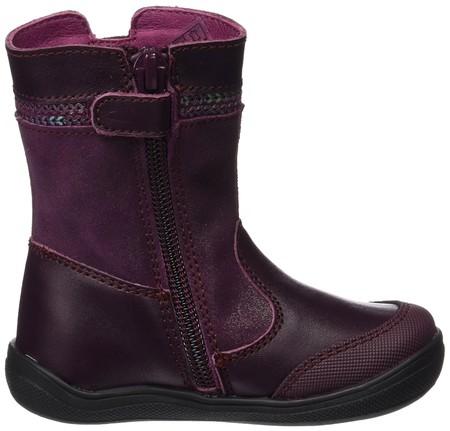 5c356cc3108 Bota para niña color burdeos: Fabricada en cuero y tela con cierre de  cremallera y velcro. Disponibles las tallas 20, 21,22, 23, 24 y 30.