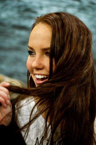 ¿Un pelo como hilo dental?