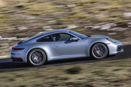 Nuevo Porsche 911: 450 CV y 308 km/h de deportividad clásica para plantar cara a cualquier recién llegado