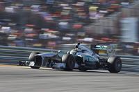 Nico Rosberg repite como líder y la lluvia no falta a su cita