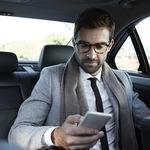 En la guerra del taxi, los derechos de los consumidores brillan por su ausencia