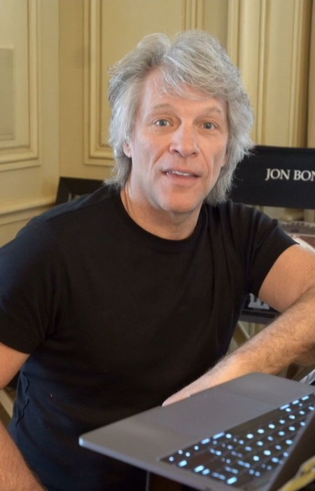 Bon Jovi muestra como 'it's su life' en la mansión de 36 millones en la que vive: jolín con el macarrita