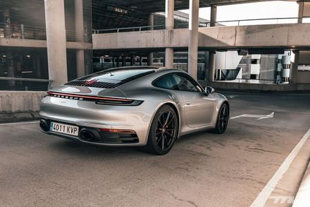Porsche 911 992 Prueba trasera lateral