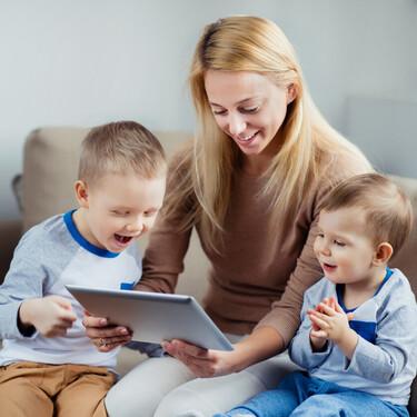 Si eres familia monoparental, estas son las ayudas estatales y autonómicas de las que puedes beneficiarte en 2021