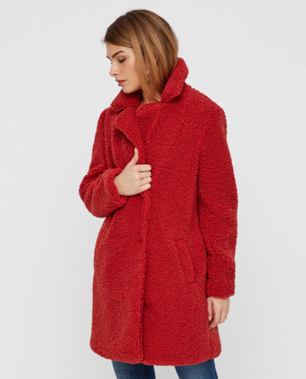 Abrigo de borreguito de mujer con dos bolsillos