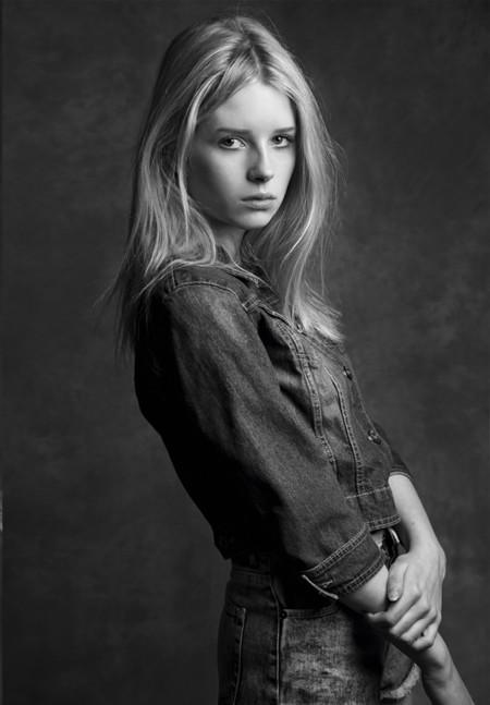 Lottie Moss hermana pequeña de Kate Moss portfolio en la agencia Storm models por Andrea Carter Bowman