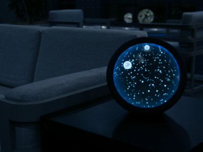 Es un reloj, un altavoz Bluetooth y además nos muestra la belleza de las estrellas
