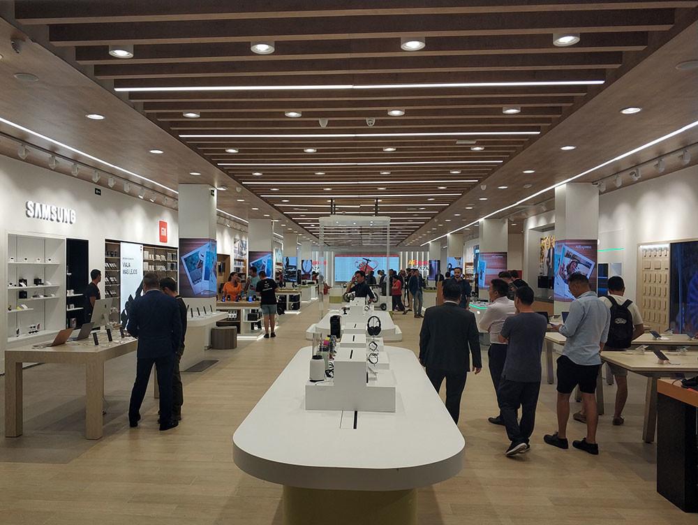 Esta es la primera tienda de AliExpress en España y en Europa: 1.000 productos de 60 marcas para que los toques antes de comprar
