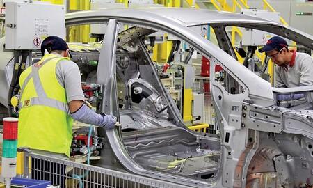 Automotrices frenan sus plantas en México debido a la escasez de chipsets; Ford por dos días, Nissan por 11 y VW extiende su paro