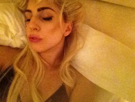 ¿La mejor manera de descubrir los secretos de ARTPOP? Métete en la cama con Lady Gaga