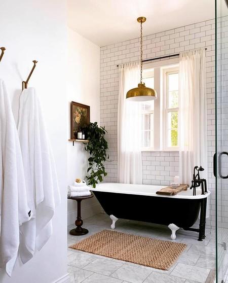 Siete complementos y accesorios que puedes incluir en el cuarto de baño, aunque no estén diseñados para el baño