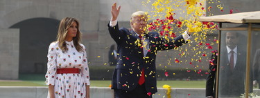 Melania Trump luce el perfecto vestido camisero: es midi, estampado y lo firma Carolina Herrera