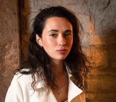 Hablamos con Alice Wonder, la voz indie de la generación Z, que no quiere que se canten sus canciones sino ser escuchada
