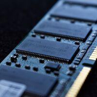 El precio de las memorias DRAM apunta a caer a finales de este año: los grandes fabricantes tienen exceso de stock tras estabilizarse la demanda