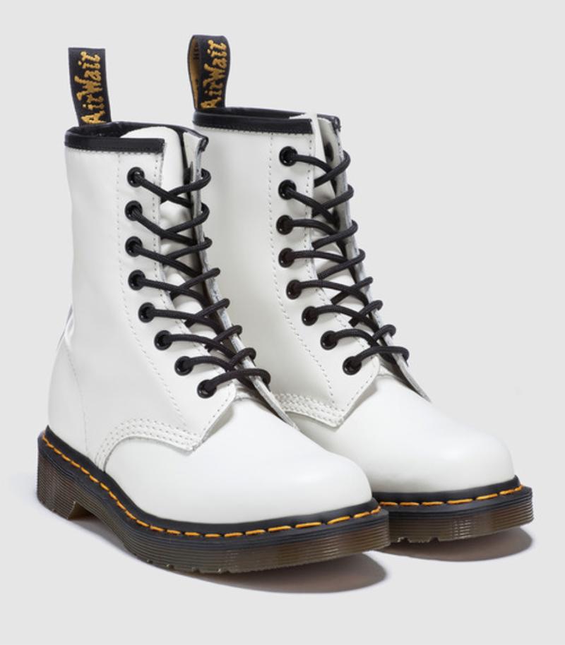 Botas de mujer Dr. Martens de piel en color blanco. Modelo 10072100.