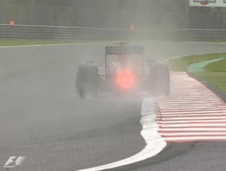 Jarno Trulli es el más rápido en una sesión pasada por agua