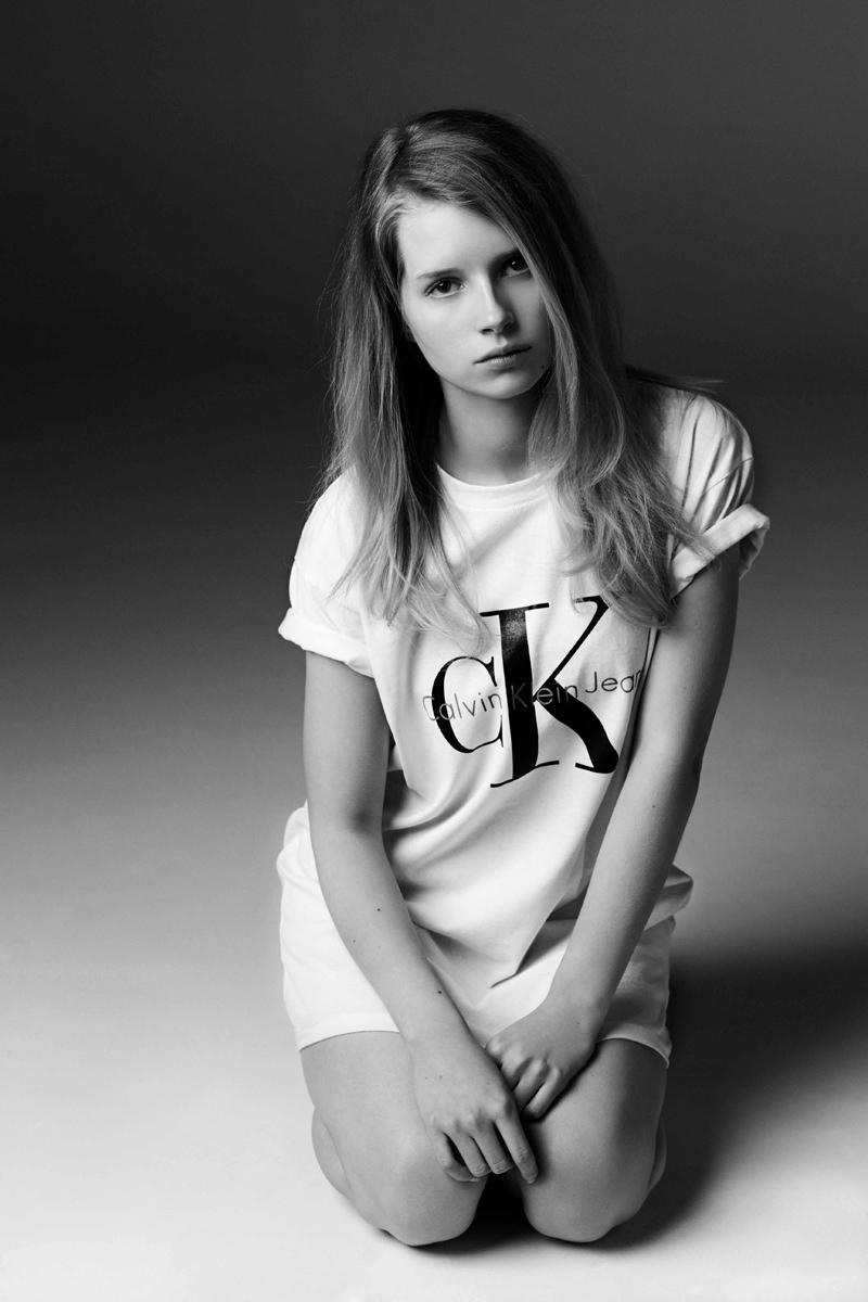 Foto de Lottie Moss para Calvin Klein Jeans y MyTheresa (2/7)