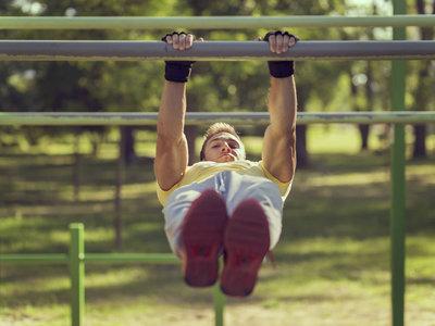 Los ejercicios básicos que tienes que dominar para iniciarte en la calistenia
