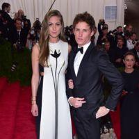 Eddie Redmayne y Hannah Bagshawe de Valentino