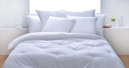 La fibra para relleno de edredones y almohadas hecha con plástico reciclado ayuda a cuidar el océano