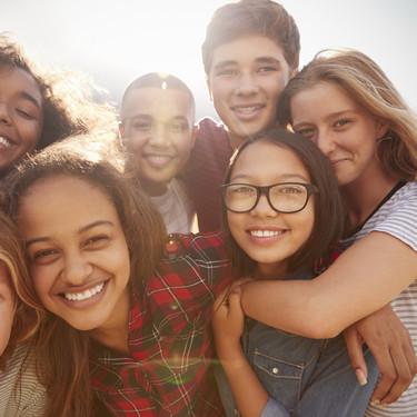 El 53% de los padres se siente incómodo hablando de sexo con sus hijos: por qué es importante abordar este tema con naturalidad