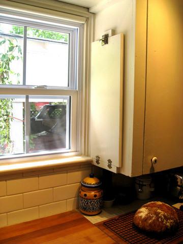 Una buena idea: un estante plegable en tu cocina